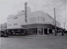File:Former Bentleigh Hoyts Cinemas. Real Estate Office, Big Chill, Old Buildings, Old Movies, Old Pictures, Facade, My House, Theatres, Art Deco