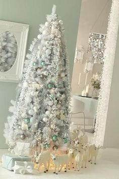 Beautiful Decorated Christmas Tree http://picturingimages.com/beautiful-decorated-christmas-tree-22/