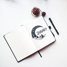 @mireeha sur Instagram : « Starting my first bullet journal for 2018. January's cover page features a winter's crescent moon.… »