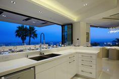 ビバリーヒルズに92億円超豪邸が登場 – ロサンゼルスダウンタウンからマリブビーチまで一望の絶景プールからハリウッドな内装まで http://japa.la/?p=43452