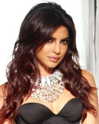 Picture # 42940 of Priyanka Chopra with high quality pics,images,pictures and photos. Priyanka Chopra Images, Priyanka Chopra Hot, Beautiful Celebrities, Gorgeous Women, Mahira Khan, Deepika Padukone, India Beauty, Celebrity Couples, Hair Dos