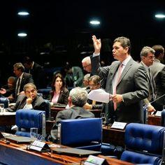 """AMÉRICA DO SUL: SEMPRE  NA MIRA  IMPERIALISTA -  VENEZUELA   O Senado brasileiro nos envergonha,  é uma farsa. Nãos nos representa.  Iniciativa fascista e canalha em dar gás aos golpistas da direita venezuelana.  Abram os olhos Venezuelanos!   O Senado brasileiro não é de confiança!  É cada vez mais descarada a investida golpista da direita sulamericana.  O Senado Federal brasileiro aprovou a criação de comissão, para """"fim de verificar in loco a situação na Venezuela, estabelecer diálogo com…"""