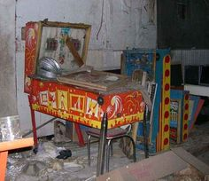 This arcade in Nevada. | 17 Abandoned Places That Will Give You Chills