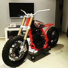 Cafe Racer Parts, Cafe Racer Moto, Suzuki Cafe Racer, Cafe Racing, Custom Cafe Racer, Yamaha 250, Tracker Motorcycle, Motorcycle Style, Custom Motorcycles