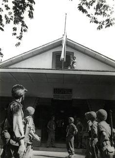 de rood witte republikeinse vlag werd door de Nederlandse soldaten op 22 juli 1947 neergehaald.