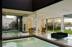 Reflecting Pool /The Black House / Andres Remy Arquitectos, Buenos Aires