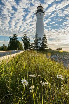 Lighthouse Pictures, Lighthouse Art, Beautiful Lights, Beautiful Places, Boat Lights, Beacon Of Light, Landscape Quilts, Am Meer, Water Tower