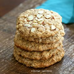 These Vegan Gluten-free Almond Butter Oatmeal breakfast cookies are oil-free, easy and come together quickly for a snack or breakfast. Vegan Sweets, Vegan Desserts, Vegan Recipes, Okra, Gluten Free Cookies, Cookies Vegan, Oat Cookies, Healthy Cookies, Healthy Treats