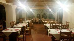 Danach fahren wir mit dem Bus zur Kellerei Sesterzio, in Berbenno di Valtellina. Die Kellerei liegt am Fusse des Maroggia-Hanges, der die meiste Zeit des Jahres mit sanften Sonnenstrahlen verwöhnt wird. Nach der Besichtigung des Weinkellers werden wir hier ebenfalls spannende Weine degustieren und auch unser Abendessen im hauseigenen Restaurant einnehmen. Es werden lokale, qualitativ hervorragende Spezialitäten gboten. Schönes Ambiente im Speisesaal und die Weine sind vom eigenen Weingut. Der Bus, Lokal, Restaurant, Table Decorations, Furniture, Home Decor, Gourmet, Sun Rays, Wine Cellars
