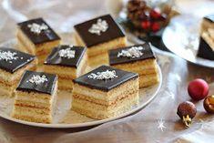 A karácsony egyik jellegzetes sütije a mézes krémes. A hagyományos darás krémtől eltérően, most kókussza...