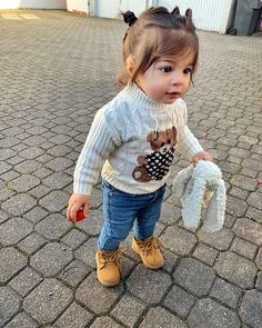 Cute Little Baby, Little Babies, Cute Babies, Cute Baby Videos, Baby Swag, Cute Baby Pictures, Stylish Kids, Baby Girl Fashion, Baby Decor