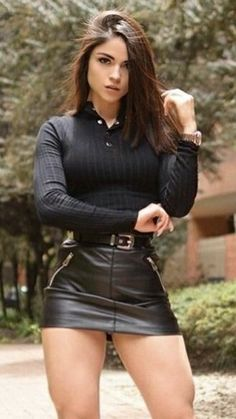 Curvy Women Fashion, Look Fashion, Annabelle Angel, Women With Beautiful Legs, Sexy Outfits, Fashion Outfits, Fashion Model Poses, Leder Outfits, Fashion Tights
