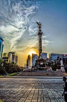 Ángel de la Independencia, Ciudad de #México El Monumento a la Independencia, conocido popularmente como El Ángel, se encuentra en la Ciudad de México, en la glorieta localizada en la confluencia de Paseo de la Reforma, Río Tiber y Florencia. Inaugurado en 1910 para conmemorar el Centenario de la independencia de México por el entonces presidente de México, Porfirio Díaz, es uno de los monumentos más emblemáticos de la urbe. MÉXICO Lindo y Querido!
