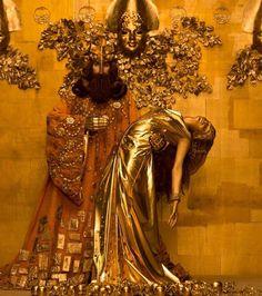 Trabalho de Inge Prader, que recriou em fotos as obras da Fase Ouro de Gustav Klimt. O projeto contou com a ajuda de mais de 50 pessoas, entre maquiadores, figurinistas, cenógrafos, iluminadores e outros profissionais e foi criado para levantar fundos e ajudar pessoas portadoras do HIV/AIDS.