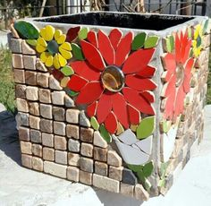 pots in mosaic Mosaic Planters, Mosaic Garden Art, Mosaic Vase, Mosaic Flower Pots, Mirror Mosaic, Pebble Mosaic, Mosaic Artwork, Mosaic Wall Art, Mosaic Crafts