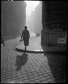 Imre Kinski Street inthe center of Budapest 1935 Creative Class, Richard Avedon, History Photos, Budapest, Hungary, Amazing Photography, Jazz, Photoshop, In This Moment