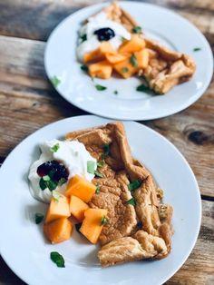 Schuimomelet met kwark en meloen – Judoka Margriet Bergstra Omelet, Waffles, Breakfast, Food, Omelette, Morning Coffee, Essen, Waffle, Meals