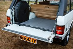 """BOM - The Original Range Rover on Instagram: """"#rangerover #rangeroverclassic #classicrangerover #twodoorrangerover #originalrangerover #classiccar #mint #britishcars #greatbritain…"""" Range Rover V8, Range Rover Classic, 4x4, Great Britain, Convertible, Classic Cars, Mint, Trucks, Land Rovers"""