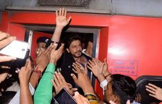 Raees star Shah Rukh Khan in trouble; booked for rioting and damaging railway properties