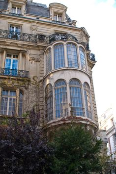 Parc Monceau Quarter, 7 rue Rembrandt - My perfect apartment in Paris French Architecture, Beautiful Architecture, Beautiful Buildings, Architecture Details, Beautiful Places, Installation Architecture, The Places Youll Go, Places To Go, Image Paris