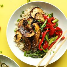 Flavorful, satisfying portobello mushroom stir fry with red bell pepper and broccolini. Naturally sweetened and just 30 minutes to prepare!