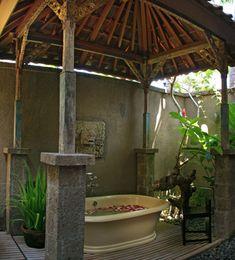 Traditional villa house located in Seminyak, Bali can be a fun alternative holiday spots Indoor Outdoor Bathroom, Outdoor Tub, Outdoor Baths, Outdoor Showers, Bali Luxury Villas, Balinese Interior, Natural Bathroom, Living Off The Land, Beautiful Villas