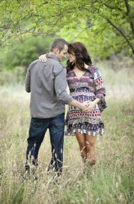 Ideas and inspiration pregnancy and maternity photos Picture Description Want this pose for sure! I know I'm not prego but we can still do it!
