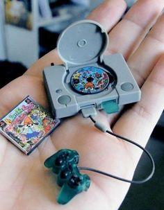 Mini PlayStation, mini juego y mini gamepad