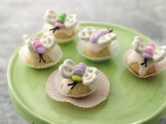 Butterfly Cupcake Petits Fours - These little gems are perfect for a spring or summer gathering, or a baby or bridal shower. They're sure to fly off the dessert table! Mini Cupcakes, Cupcake Cakes, Cupcake Art, Cupcake Ideas, Cupcake Recipes, Great Recipes, Favorite Recipes, Butterfly Cupcakes, Good Food