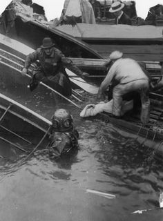 A diver helps pull one of 844 fatalities from the Chicago River after the capsizing of the S. Eastland, July It remains the worst accident in Chicago history. Chicago Tribune, Chicago Illinois, Morgue Photos, Great Lakes Ships, Chicago River, Chicago Area, Nostalgic Images, My Kind Of Town, Take Better Photos