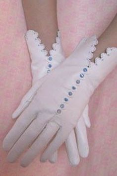 I still dream of getting these Fifi Chachnil pink gloves. Gants Vintage, Vintage Accessories, Fashion Accessories, Vintage Outfits, Vintage Fashion, Vintage Clothing, Vintage Gloves, White Gloves, Mittens