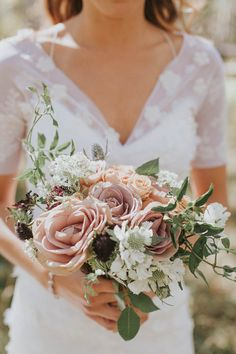 Muted blush toned wedding bouquet from this elegant Colorado ranch wedding | Image by Gatherings in Vail