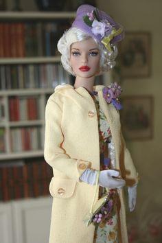 Peggy Harcourt en tenue printannière