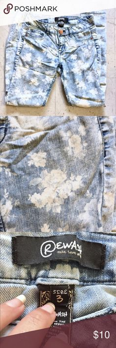 🌸 Cute Light Wash Floral Denim Skinny Jeans Skinny jeans with a really nice floral rose pattern. Size 3 in Juniors but should fit like a women's size 2. They're a very light faded blue wash and are super cute with any pastel outfit. There's a hole over one knee and real pockets on the back. I love these jeans but sadly I've outgrown them! I hope to find them a nice home ☺️ Rewash Jeans Skinny