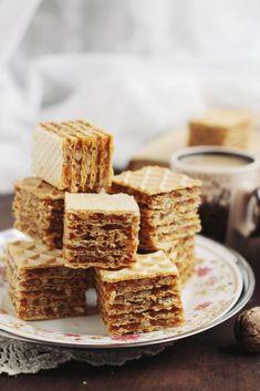 si caramel(A. Romanian Food, Romanian Recipes, Gingerbread, Nom Nom, Caramel, Bakery, Waffles, Sweets, Cookies