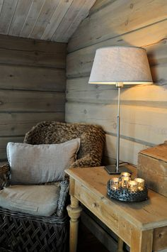 Cozy little cabin reading nook with a mix of rustic, vintage furniture and decor. Stone Cottages, Cabins And Cottages, Cozy Cottage, Cozy House, Norwegian Style, Building A Cabin, Timber Walls, Natural Interior, Little Cabin