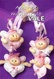 FELTRO MOLDES ARTESANATO EM GERAL Holiday Crafts, Holiday Decor, Felt Wreath, Tree Wedding, Simple Gifts, Animal Crafts, Soft Sculpture, Cute Dolls, Fabric Dolls