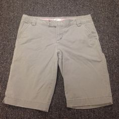 Light Grey American Eagle Bermuda Shorts Size 10, like new, worn once or twice, American Eagle Outfitters Shorts Bermudas