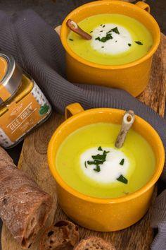 Preisoep met kerrie en spekjes - FunkyFood by Niki Easy Cooking, Vegan Recipes, Vegan Food, Healthy Food, Curry, Soup, Pudding, Ethnic Recipes, Desserts
