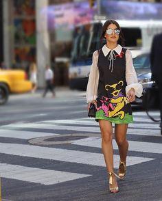 Fun and feminine vibe, in @aliceandolivia! #nyfw  Vibe feminina e divertida, usando Alice&Olivia! Adoro sobreposições de vestido e camisa, e vocês? #fhitsny @fhits
