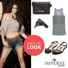 O short jeans é indispensável no verão. Combine com acessórios marcantes e rasteiras cheias de brilho!