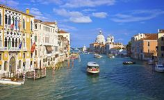 Regarded by many as the most beautiful city ever built, Venice is, in its entirety, a UNESCO Heritage site. Best Honeymoon Packages, Top Honeymoon Destinations, Travel Destinations, Places In Europe, Places To Visit, Landscape Photography, Travel Photography, Las Vegas, Uk Deals