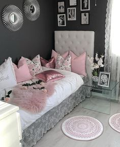Girl Room Decor Ideas - How can I make my room girly? Girl Room Decor Ideas - How can I decorate my bedroom with paper? Cute Bedroom Ideas, Girl Bedroom Designs, Room Ideas Bedroom, Teen Room Decor, Small Room Bedroom, Home Decor Bedroom, Bedroom Ideas For Small Rooms Women, Master Bedroom, Budget Bedroom