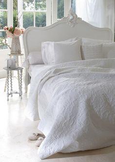 Ariadne at Home Blush bedspread White - via Beddinghouse