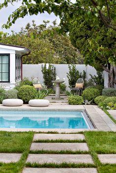 33 Best Garden Design Ideas - For more design ideas Garden Paving, Garden Pool, Tropical Garden, Backyard Pool Designs, Swimming Pools Backyard, Newport Beach, Outdoor Rooms, Outdoor Living, Landscape Design