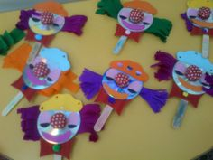 Clowns with CDs- Κλόουν με Cd και γλωσσοπίεστρα!