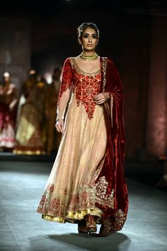 Anju Modi for Delhi Couture week 2014.
