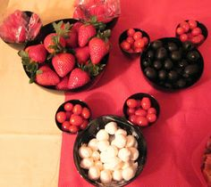 Minnie Mouse party food - so cute the way they have placed the bowls to look like Minnie Mouse ears!