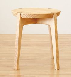 old furniture makeover Wooden Stool Designs, Chair Design Wooden, Small Office Chair, Luxury Office Chairs, Upholstered Furniture, Wood Furniture, Furniture Design, Industrial Dining Chairs, Shabby Chic Table And Chairs
