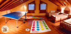 Bajo cubierta / Buhardilla con mesa de ping pong 🎾  juego twister 😄✋👟 Ping Pong Table, Aurora, Villa, Furniture, Home Decor, Rural House, Under Decks, Houses, Decoration Home